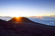 USA, Hawaii, Maui, Haleakala, Sonnenuntergang auf dem Gipfel des Berges — Stockfoto