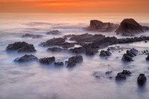 Португалия, Алентежу, Odemira, скалы на побережье Лапа дас Помбаше — стоковое фото