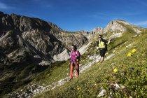 Austria, Altenmarkt-Zauchensee, young couple hiking at Niedere Tauern — Stock Photo