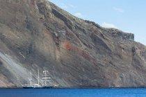Océan Pacifique, voilier à l'île Isabela, îles Galapagos — Photo de stock