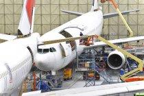 Construction d'avion dans un hangar à l'intérieur — Photo de stock