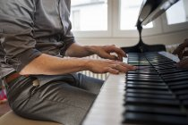Man playing grand piano — Stock Photo