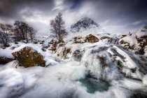 Great Britain, Scotland, Highland, Buachaille Etive Mor, frozen waterfall — Stock Photo