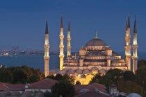 Turchia, Istanbul, Moschea blu illuminato di notte vista — Foto stock