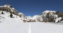 Austria, East Tyrol, Kals am Grossglockner, Hohe Tauern, alpine hut and Grossglockner — Stock Photo