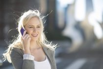 Smiling young woman on cell phone — Stock Photo