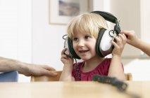 Girl listening to music with headphones — Stock Photo