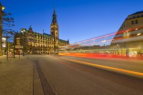 Germany, Hamburg, town hall and street at night — Stock Photo