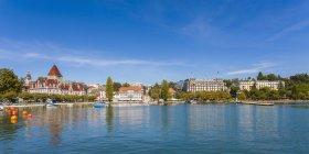 Front de mer de Lausanne, lac Léman, en Suisse, — Photo de stock