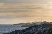 Norvège, Lofoten, littoral au coucher du soleil — Photo de stock