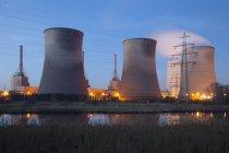 Deutschland, Werne, Gaskraftwerk gegen Wasser — Stockfoto