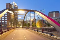 Germany, Hamburg, Illuminated Niaederbaum bridge and Elbphilharmonie — Stock Photo