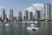 False Creek e distrito Yaletown, Vancouver, British Columbia, Canadá — Fotografia de Stock