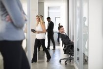 Busy businesspeople on office floor corridor — Stock Photo