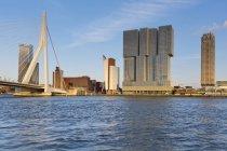 Нідерланди, Роттердам, вид на горизонт проти води — стокове фото
