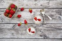 Granola, popped amarant, strawberries and yogurt in glasses — Stock Photo
