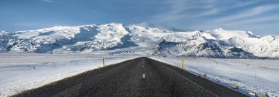 Route vide Parc National du Vatnajökull, Islande en hiver — Photo de stock