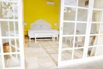Indonesia, Bali, Mostra alla camera da letto di una villa di vacanza — Foto stock