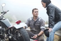 Motorcycle technician helping stranded biker with broken bike — Stock Photo