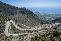 Греція, Крит, serpentine дорозі, що веде до Південного берега — стокове фото