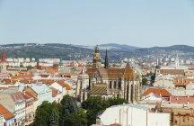 Eslovaquia, Kosice, Paisaje urbano aéreo con Catedral de Santa Isabel - foto de stock