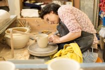 Potter in workshop working on potters wheel — Stock Photo