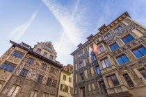 Schweiz, Kanton Luzern, Luzern, Altstadt, Häuser am Hirschenplatz — Stockfoto