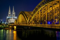 Illuminated Cologne Cathedral and Hohenzollern bridge at night, Cologne, Germany — Stock Photo