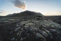 Islândia, Snaefellsjoekull, vulcão e colina em plano de fundo — Fotografia de Stock