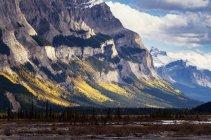Canada, les montagnes du Parc National de Jasper, en Alberta, à la promenade des glaciers — Photo de stock
