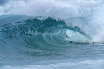 Große dramatische Welle. oahu, hawaii, usa, pazifische inseln, pazifischer Ozean. — Stockfoto