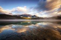Canada, Jasper National Park, Jasper, Pyramid Mountain, Patricia Lake in the morning — Stock Photo