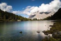 Австрия, Тироль, Эрвальд, Зебензее и горы Веттерштайн — стоковое фото