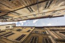 Італії, Рим, фасади старих будинків декількох сімей — стокове фото