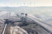 Німеччині, Північний Рейн-Вестфалія, Grevenbroich, Garzweiler поверхні шахти, укладальник і конвеєра, вітер колеса у фоновому режимі — стокове фото