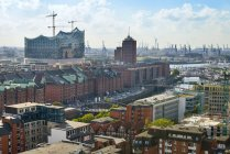 Germany, Hamburg, cityscape with Speicherstadt and Elbphilharmonie — Stock Photo