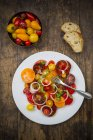 Dish of tomato salad made of different heirloom tomatoes — Stock Photo
