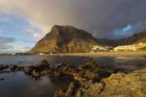 Espagne, Iles Canaries, La Gomera, Valle Gran Rey, villages La Playa et La Calera, montagne La Merica dans la lumière du coucher du soleil — Photo de stock