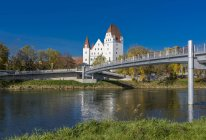 Germany, Bavaria, Ingolstadt, New Castle, view of old building and bridge over water — Stock Photo