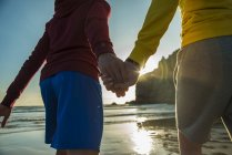 Teenage couple hand in hand on the beach, France, Brittany, Camaret-sur-Mer — Stock Photo