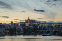 Czech Republic, Prague, Hradcany Castle and St Vitus Cathedral with Vltava River and Charles Bridge at sunset — Stock Photo