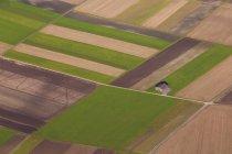 Vue aérienne de champs colorés dans les montagnes souabes près de Pfrondorf, Bade-Wurtemberg, Allemagne — Photo de stock