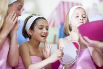 Girls on a beauty farm pampering themselves — Stock Photo