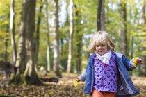 Girl walking in game preserve — Stock Photo