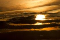 Alemanha, Western Pomerania lagoa área de parque nacional, pôr do sol e nuvens — Fotografia de Stock