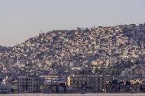 Вид на міський пейзаж в денний час, Егейському регіоні Ізмір, Туреччина — стокове фото