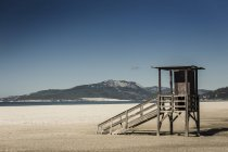 Андалусия, Испания Tarifa, хижины на пляже в дневное время — стоковое фото