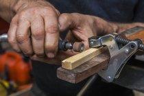 Messermacher Workshop bei der Arbeit — Stockfoto