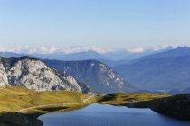 Автсрия, Штирия, Зальцкаммергут, Augstsee и неудачник, панорама гор в дневное время — стоковое фото