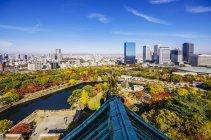 Vue du paysage urbain dans la journée, Osaka, Japon — Photo de stock